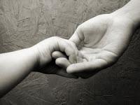 amor-ternura-madre-hijo-manos-0031